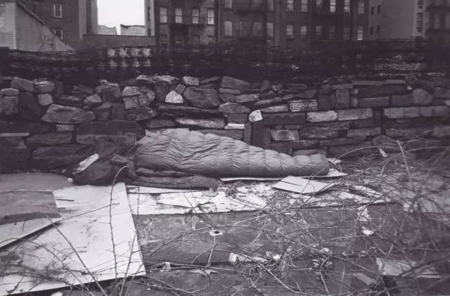 Xie Deqing (Tehching Hsieh), One Year Performance 1981–1982 (Outdoor Piece) 01.jpeg