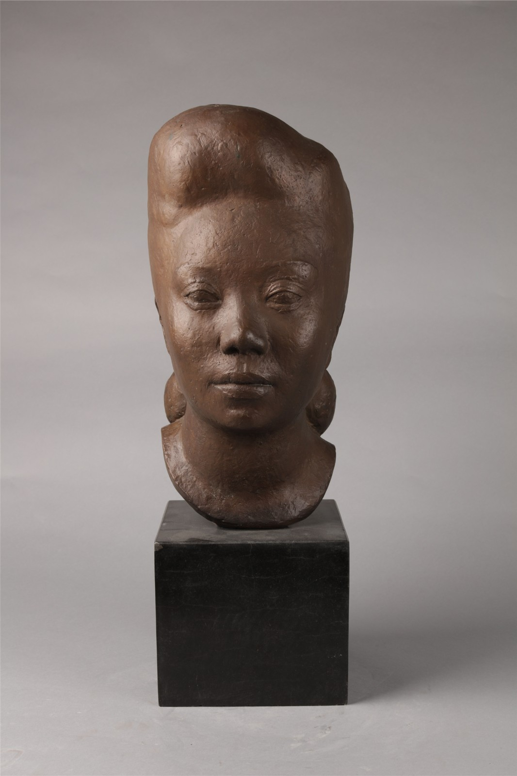 "23 Hua Tianyou, ""Miss Hu's Head"", 41×18cm, Cast bronze, 1947.jpg"